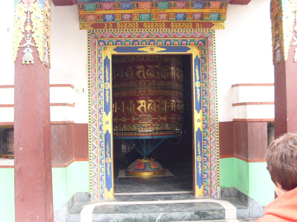 Big prayer wheel at the Buddha Park in Kathmandu - Highslide JS